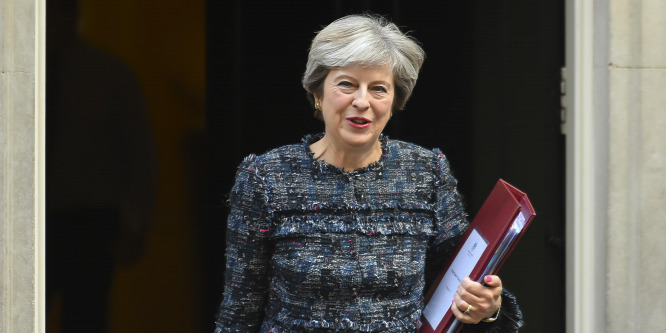 Theresa May 20 milliárd eurós felajánlással ül a tárgyalóasztalhoz