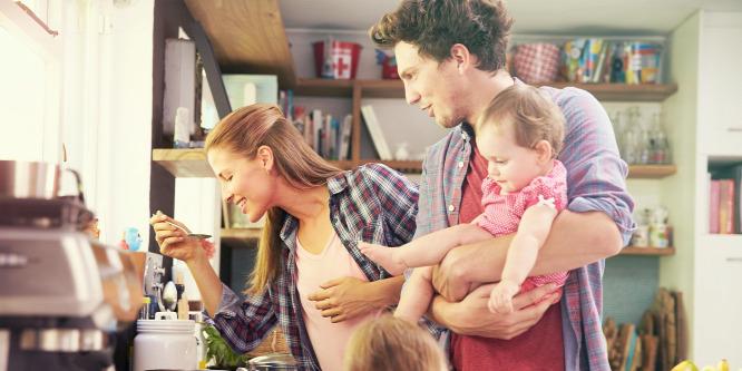Novák: Segíteni kell a fiataloknak a családalapításban