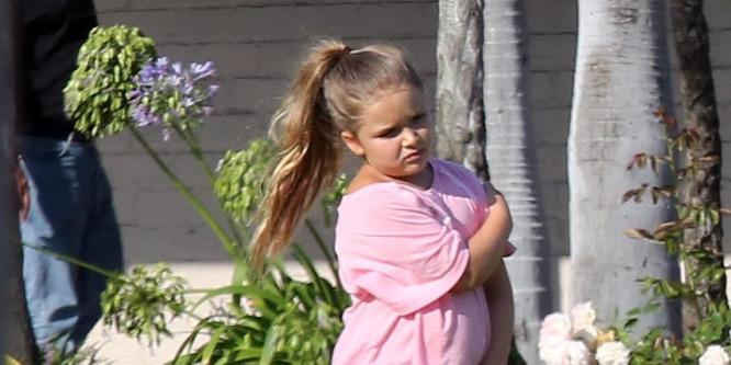 Victoria Beckham diétára fogta kislányát, Harper Sevent