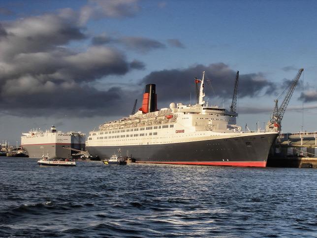 Vízen lebegő szálloda lett a luxus óceánjáró