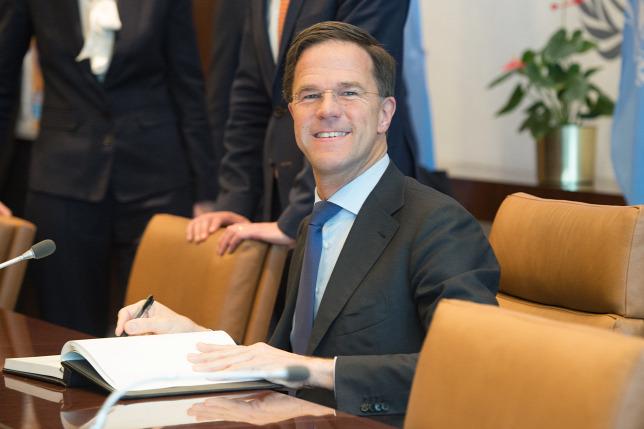 A holland kormányfő torkán csaknem megakadt az osztalékadó
