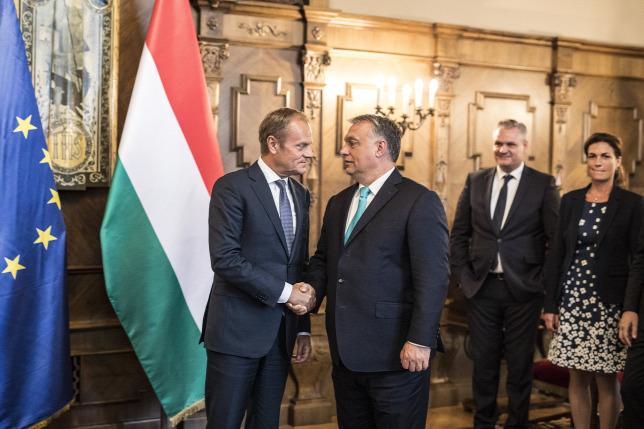 A migrációról tárgyalt Orbán Viktor és Donald Tusk