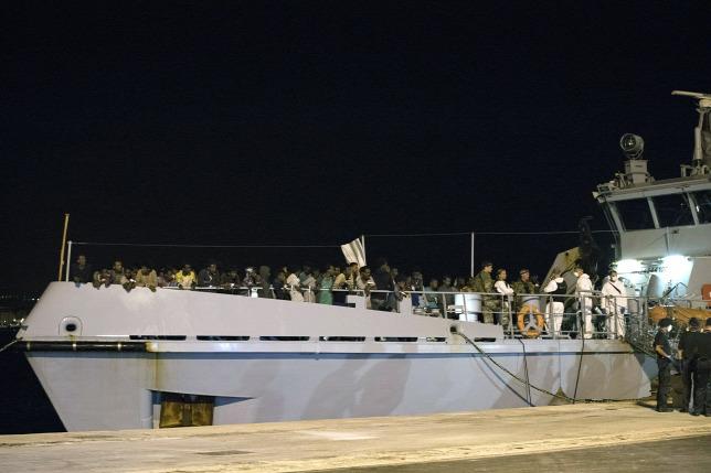 Megérkeztek Olaszországba a szétosztásra váró migránsok