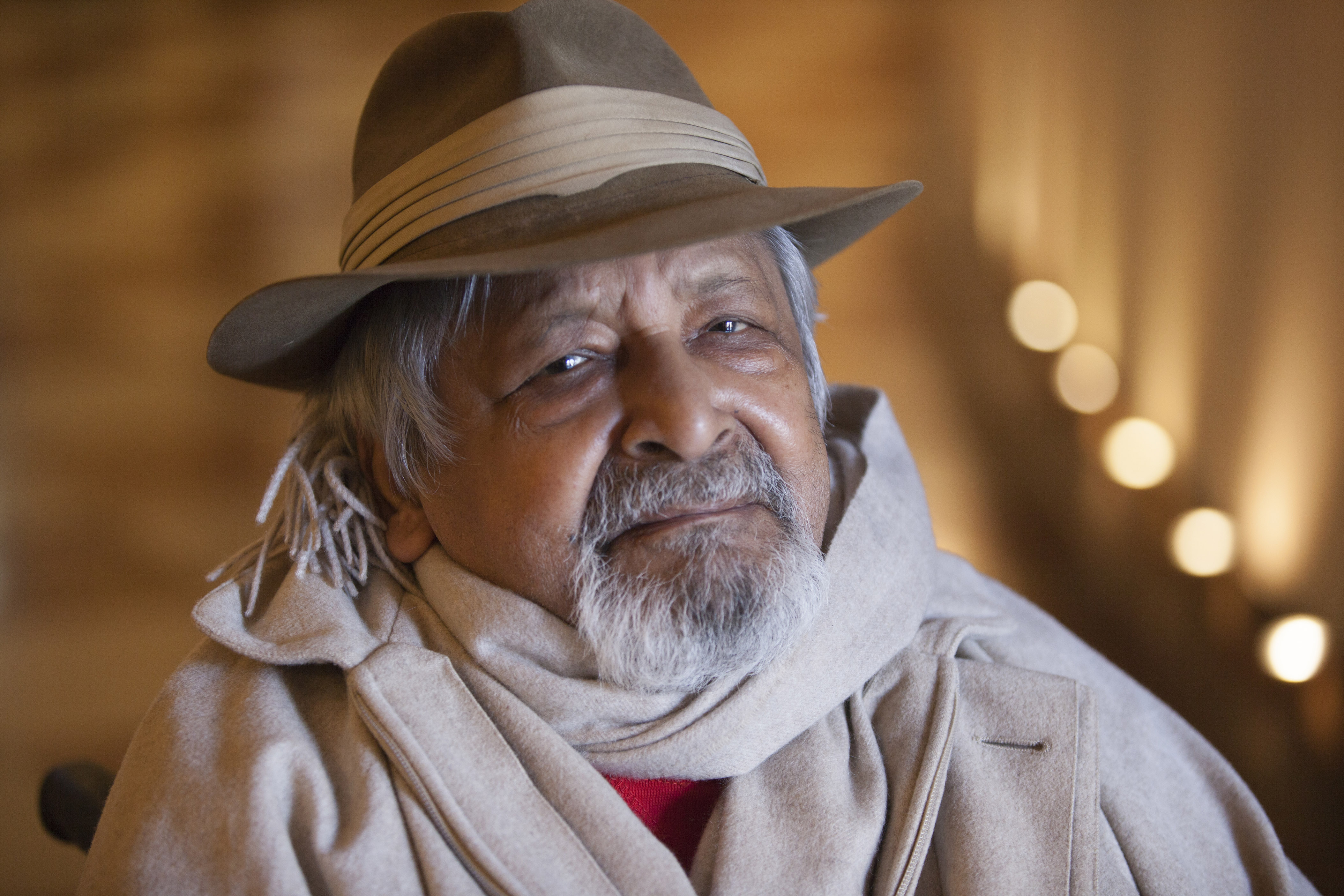 v s naipaul Vs naipaul, controversial author and nobel laureate, dies at 85 naipaul was born in trinidad, and his relationship to his birthplace was nothing if not complicated he was often criticized for.