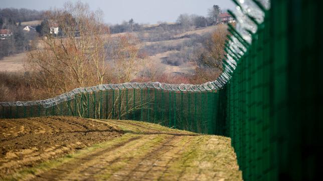 Több mint száz migránst tartóztatott fel a szlovén rendőrség a hétvégén