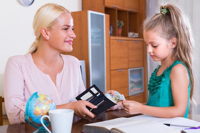 Inkább zsebpénzt, mint bankszámlát kapnak a magyar gyerekek