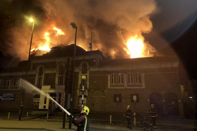 Kigyulladt egy mozi épülete Birminghamben – fotó