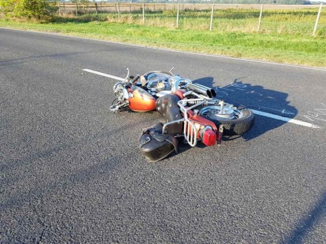 Autónak ütközött és meghalt egy motoros Bezenyénél