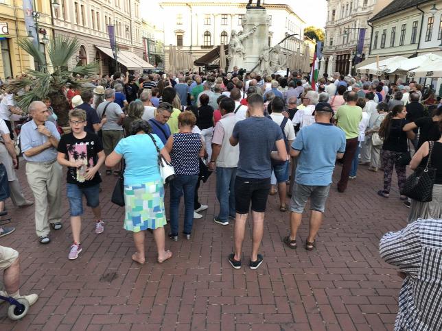 Dühödten cigányoztak Szegeden Gyurcsány vándorforradalmárai
