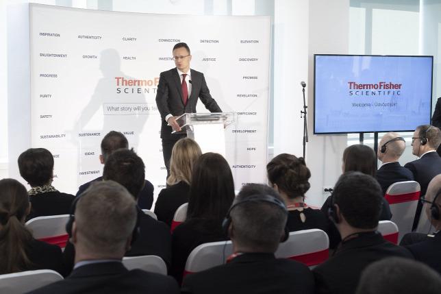 A kormány nagyra becsüli a cseh kormányfő kiállását Magyarország mellett