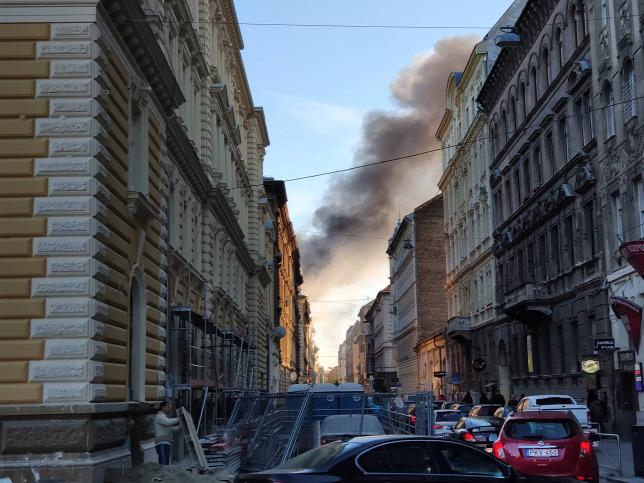 Hatalmas tűz van a budapesti belvárosban