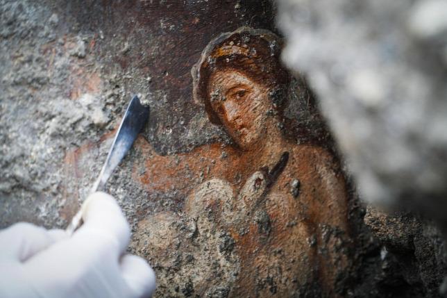 Ókori erotikus freskót tártak fel Pompejiben